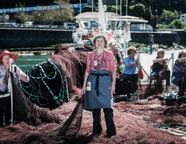 Fotografía de retrato de las mujeres rederas en el Puerto de Ondarroa. Bizkaia. País Vasco